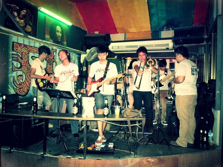 reggae bar + liveband + dansvloer = parttime!!!