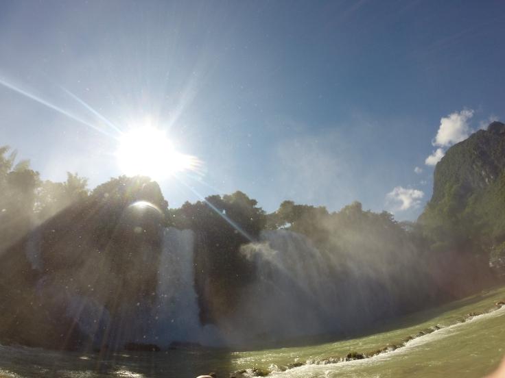 Daar istie dan, in al zijn glorie; de Ban Gioc waterval