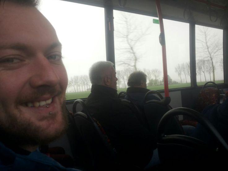 ...zitten we nu sinds weken weer eens in een bus!