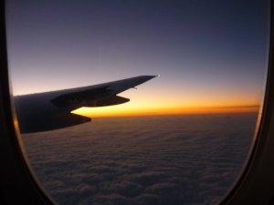 Vliegen van land naar land is natuurlijk het snelst....