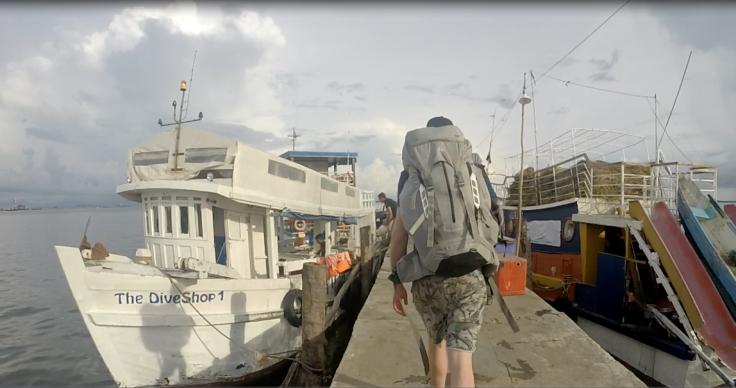 Het bootje die ons naar het eiland zal brengen