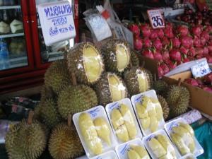 De grote, stekelachtige, stinkende durian vrucht